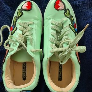 Very Cute Chase And Chloe Size 7 Fashion Sneakers